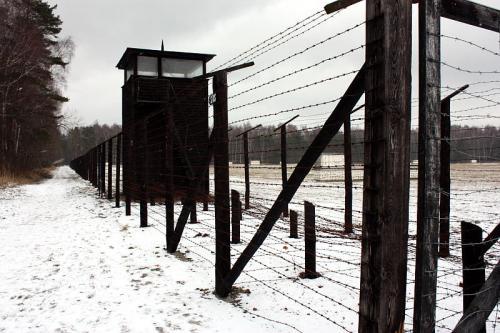 Wieża strażnicza w obozie