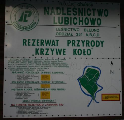 Tablica informacyjna przed wejściem do rezerwatu